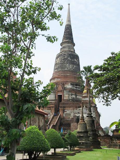 スリランカ様式の仏塔