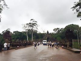 アンコール・トム入り口に向かう道路