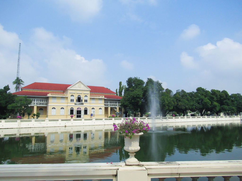 離宮の建物と噴水